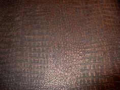 bruin brons krokodillen vlies behang 23 - Alperbehang Cosy Bedroom, Dark Colors, Home And Living, New Homes, Art Deco, Interior, Inspiration, Accent Walls, Home Decor