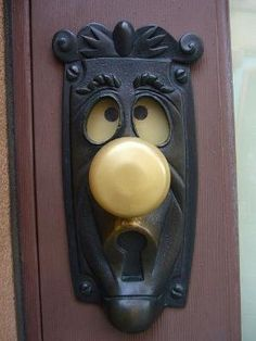 I want one!!  alice in wonderland doorknob - turn the handle and the eyes change! by Antonella Fanelli