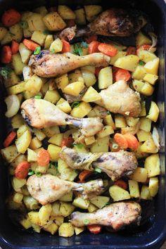 Zapiekane warzywa w marynacie czosnkowo - ziołowej   Tysia Gotuje blog kulinarny Ratatouille, Potatoes, Chicken, Meat, Vegetables, Ethnic Recipes, Food, Potato, Essen