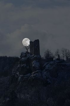 Moon rise over castle ruins Moon Rise, Sun Moon, Stars And Moon, Moon Shadow, Stars Night, Shoot The Moon, Look At The Moon, Image Nature, Moon Pictures