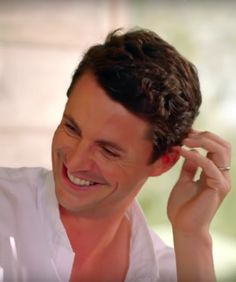 This is my favourite picture of Matthew Goode today. His smile gives me so much joy. His slightly open at the neck white shirt gives me other things. )) [screencap from wine show/itv] Downton Abbey Dan Stevens, Mathew Goode, Sam And Cat, A Discovery Of Witches, Under The Shadow, Aidan Turner, Irish Men, British Actors, Celebs