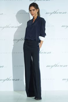 Style Directory Victoria Beckham - x Victoria Beckham dinner, Seoul - March Beckham - x Victoria Beckham dinner, Seoul - March 2016 Moda Victoria Beckham, Victoria Beckham Outfits, Victoria Beckham Style, Fashion Mode, Work Fashion, Daily Fashion, Fashion Looks, Womens Fashion, Vic Beckham