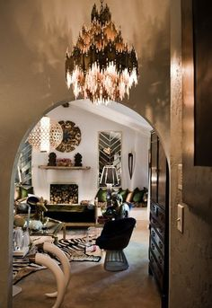 Alrhough we aren't really feelin' the tusks, (to each his own) this is a great and glamorous example of Art Deco Interiors. Love the chandelier. Style At Home, Style Blog, Chandelier Design, Brass Chandelier, Chandelier Lighting, Brutalist Design, Living Spaces, Living Room, Up House