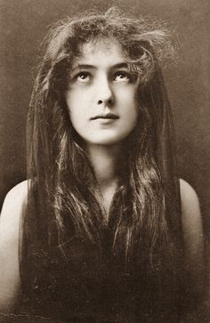 "Evelyn Nesbit - 1901Photo by Napoleon Sarony. Nesbit left us today in 1967. Her millionaire husband Harry Kendall Thaw was in the ""Trial of the Century"" after murdering architect Standford White June 25, 1906, at Madison Square Garden (designed by White) inside the roof top restaurant."