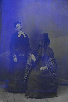 Creepy post-mortem photography? (Creepy photomanip . Original http://thepolaroidartist.files.wordpress.com/2012/05/serious-business1.jpg ) BTW, visit http://darkvictoriana.foroactivo.com/