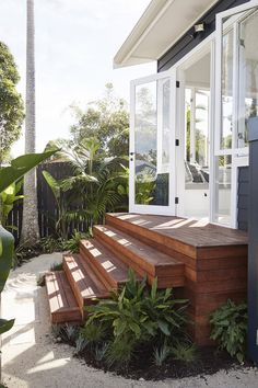 48 Ideas For Floating Stairs Coastal Exterior Design, Interior And Exterior, Floating Stairs, Hygge Home, Home Reno, House Goals, Beach Cottages, Home Fashion, My Dream Home