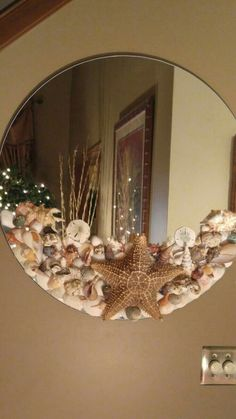 Shell Mirror - Diy and crafts interests Seashell Art, Seashell Crafts, Beach Crafts, Seashell Decorations, Jar Crafts, Home Crafts, Diy Home Decor, Craft Ideas For The Home, Decor Crafts