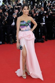 Freida Pinto in Michael Angel gown at Cannes Film Festival 2012. Love the simple styling and hair. See more of her looks from #Cannes2012 here: http://jugnistyle.com/style/desperately-seeking-sonam-cannes-2012-fashion-part-1/#
