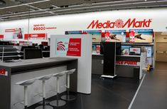 Mediamarkt. Totem interactivo triangular realizado en acero y forrado en krion Marketing, Portfolio, Flooring, Steel, Psychics