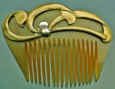 Beaudouin - Art Nouveau Hair Comb. Carved Horn and Gilt Metal. Paris, France. Circa 1900.