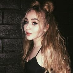She is so gorgeous Sabrina Carpenter Outfits, Girl Meets World, Celebs, Celebrities, Queen, Woman Crush, Cute Hairstyles, Role Models, Makeup Looks