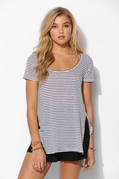 Silence + Noise Side-Slit Perfect Tee - Urban Outfitters