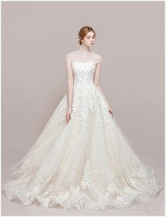 Pour plus -> anais_Fbg Wedding Dresses Photos, Princess Wedding Dresses, Elegant Wedding Dress, Dream Wedding Dresses, Bridal Dresses, Wedding Gowns, Weeding Dress, Dresses Short, Looks Cool