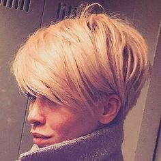 Neu Trend Frisuren 2019 Idée Tendance Coupe & Coiffure Femme 2018 : Description This Pin was discovered by ~Be – madame.tn/… Source by Cool Short Hairstyles, Short Hairstyles For Women, Pixie Hairstyles, Medium Hairstyles, Hairstyle Short, Hairstyles Haircuts, Haircut Short, Haircut Style, Wedge Hairstyles