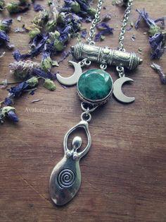 """""""Antichi Amuleti"""" con radice di Smeraldo - Design by AvaloniaMoonTribe (9 Ottobre 2015)"""