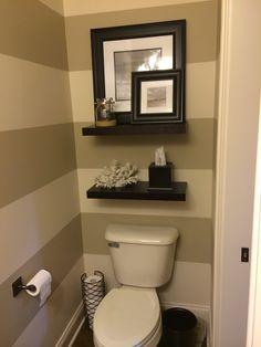 33 bathroom decorations with toilet closet 15 Toilet Room Decor, Small Toilet Room, Bathtub Decor, Small Bathroom, Toilet Closet, Bathroom Toilets, Bathroom Colors, Bathroom Ideas, Easy Home Decor