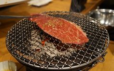 Nikugatou, specialized in lean beef, is certainly one of the best Yakiniku restaurants in Tokyo. Eat Tokyo, Tokyo Restaurant, Grilling, Beef, Meat, Crickets, Steak