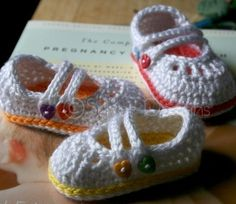 This is a crochet pattern to make the baby shoes pictured.    The instructions include 4 sizes, with measurements as follows:  Size 0 (Newborn) 3.25L by