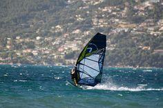 Der junge Windsurf- Star @dominik_gotthardt_ger666 ist mehr als zufrieden mit seinem Novenove-Equipment.  Du möchtest dich auch davon überzeugen? Dann schau vorbei auf Surfer-world.com, hier findest du mit Sicherheit etwas passendes!  https://surfer-world.com/watersport/windsurfen  #summer #sea #waves #wind #windsurfing #novenove #surferworld