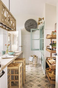 La maison de vacances idéale d'une designer d'intérieur – PLANETE DECO a homes world – kitchen – küchenschränke Home Design, Decor Interior Design, Interior Design Living Room, Interior Decorating, Design Ideas, Coastal Interior, Design Inspiration, Decorating Games, Diy Interior