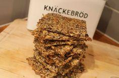 Tjockkockens ostknäcke är ett fröknäcke som passar perfekt som ersättning till ett vanligt knäckebröd om du äter LCHF/lowcarb/lågkolhydratkost/keto.