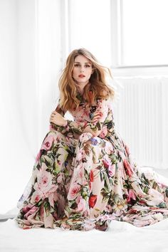 Spring fashion handbags dolce & gabbana olivia palermo in spring look : floral dress dolce. Maxi Floral, Floral Gown, Long Floral Dresses, Pink Maxi, Dress Long, Pink Dress, Olivia Palermo Lookbook, Olivia Palermo Style, Robes Glamour