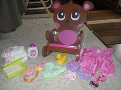 Oiii amiguinhas, hoje vou postar sobre roupas originais da Baby Alive. Como toda as fanáticas pela Alive sabem, existe um guarda-roupa intei...