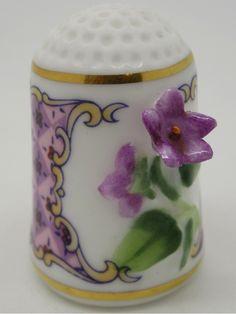 Violet - Violeta. Franklin Porcelain.  Thimble-Dedal-Fingerhut.