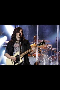 Demi lovato march 1 2013 performing Herat attack for the first time at universal studios Orlando