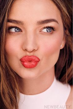 Miranda Kerr shows off her flawless complexion as she talks beauty : Miranda gushes of her son Flynn, eight, who she shares with ex-husband Orlando Bloom, that. Miranda Kerr Makeup, Miranda Kerr Style, Miranda Kerr Photoshoot, Cute Things Girls Do, Evan Spiegel, Behind Blue Eyes, Blowout Hair, Brunette Models, Australian Models