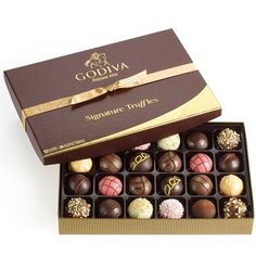 Godiva Chocolatier Classic Signature Chocolate Truffles Gift Box, Great for Gifting, 24 Count. Godiva Signature Truffles are carefully crafted with the latest techniques to create intense flavor combinations and intricate truffle designs. Belgian Chocolate, Best Chocolate, Chocolate Lovers, Luxury Chocolate, Chocolate Shop, Chocolate Brands, Gourmet Gifts, Gourmet Recipes, Food Gifts