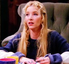 Hairstyle Phoebe Buffay curls half up half down friends pheebs blonde straight long simple easy vintage aesthetic Friends Tv Show, Tv: Friends, Friends Phoebe, Serie Friends, Friends Cast, Friends Moments, Friends Forever, Phoebe Buffay, Ross Geller