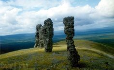 Столбы выветривания на горе Маньпупунёр. Россия.