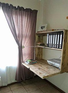 desk ideas 25 Amazing DIY Space-Saving Pallet Desk Ideas That You Must Try Pallet Desk, Pallet Shelves, Diy Pallet Furniture, Diy Pallet Projects, Home Projects, Wooden Projects, Furniture Chairs, Murphy Bed Ikea, Murphy Bed Plans