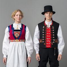 Par i bunad fra Os. Folk Costume, Costumes, Folk Clothing, All Smiles, Bergen, Cute Designs, Traditional Outfits, Blazer Jacket, Norway