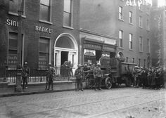 British Soldiers raid Sinn Fein offices on Harcourt Street, Dublin. Old Pictures, Old Photos, Governor General Of India, Ireland 1916, Military Archives, Irish Independence, Dublin Street, Irish Language, British Soldier