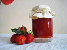 Domácí jahodová marmeláda s mátou - Vaření a pečení - MojeDílo.cz Meals In A Jar, Good Food, Pudding, Cooking, Sweet, Syrup, Cucina, Kochen, Puddings