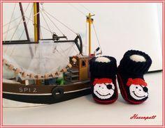 Strick- & Häkelschuhe - Babyschuhe gestrickt Merino Pirat - ein Designerstück von Hexenpott bei DaWanda