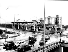 https://bijlmermuseum.files.wordpress.com/2014/05/station-ganzenhoef-toegang-onder-wegviaduct-14-april-1977-500.jpg