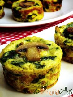 înainte de a le scoate din tavă. Frittata, Baby Food Recipes, Cooking Recipes, Appetizer Recipes, Appetizers, Vegetarian Recipes, Healthy Recipes, Good Food, Yummy Food