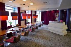 Andersen Hotel Kopenhagen: Home of fresh Ideas – Hoteltipp mit Bericht Hotels, Boutique, Danish Design, Copenhagen, Restaurant, Table, Furniture, Home Decor, Interesting Facts