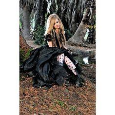 アヴリル・ラヴィーン、新曲は映画『アリス・イン・ワンダーランド』エンディング曲 Avril Lavigne ❤ liked on Polyvore featuring avril