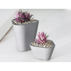 Tao Triangular Planter