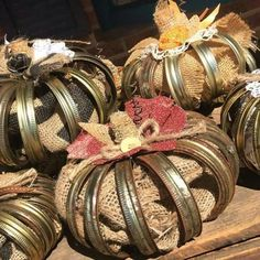 Canning jar lids and burlap make great pumpkins! Rusted Roots by marta Autumn Crafts, Thanksgiving Crafts, Holiday Crafts, Jar Lid Crafts, Mason Jar Crafts, Mason Jars, Mason Ring, Burlap Crafts, Diy Crafts