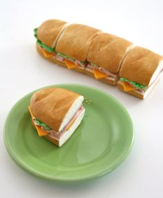 Whole Party Sub- Ham and Cheese Sub Sandwiches Food for American Girl Dolls want a snack? this delicious sandwich ( super cute ) its perfect for your doll aaaaa I want one of those - american-girls - Sandwich Recipes American Girl Food, Ropa American Girl, American Girl Crafts, American Cheese, Tiny Food, Fake Food, Delicious Sandwiches, Party Sandwiches, Ag Doll Crafts