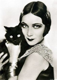 Dolores del Rio + a cat. And what flapper wouldn't need a black cat? Crazy Cat Lady, Crazy Cats, I Love Cats, Cool Cats, Old Hollywood, Celebrities With Cats, Image Chat, Cat People, Silent Film