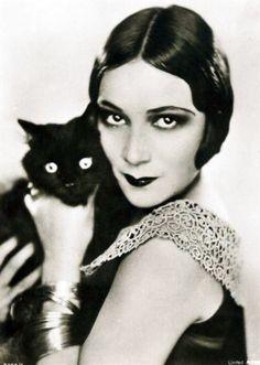 Dolores del Rio + a cat.