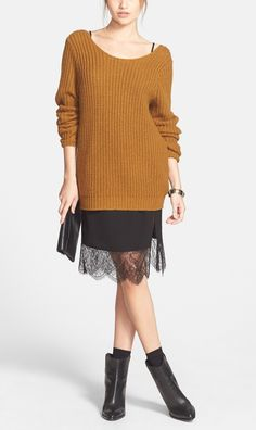 This lace skirt from @nordstrom  with pretty sheer scallop trim looks great paired with a soft over-sized sweater, or edged up with a leather jacket. #fall #nordstrom