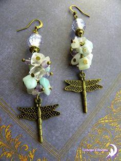 ~ Envolée nature ~ Boucle d'oreille bronze, chips d'amazonite, quartz rose, libellule, perle bronze et perles de verre violet