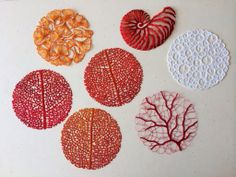 Australian artist Meredith Woolnough using water-soluble fabric, her beautiful embroidery, which is inspired by nature's most graceful forms, gains a new dimension of lightness and delicacy. Modern Embroidery, Embroidery Art, Cross Stitch Embroidery, Embroidery Patterns, Machine Embroidery, Tambour Embroidery, Textile Fiber Art, Textile Artists, Tela Soluble En Agua
